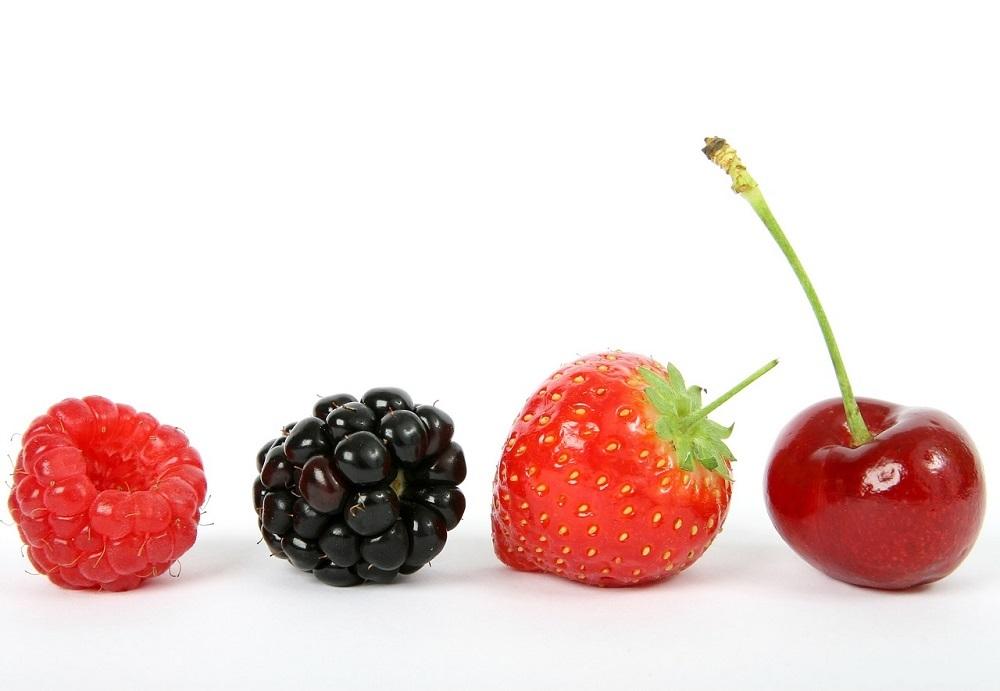 Fresas y cerezas deben limpiarse exhaustivamente antes de su consumo