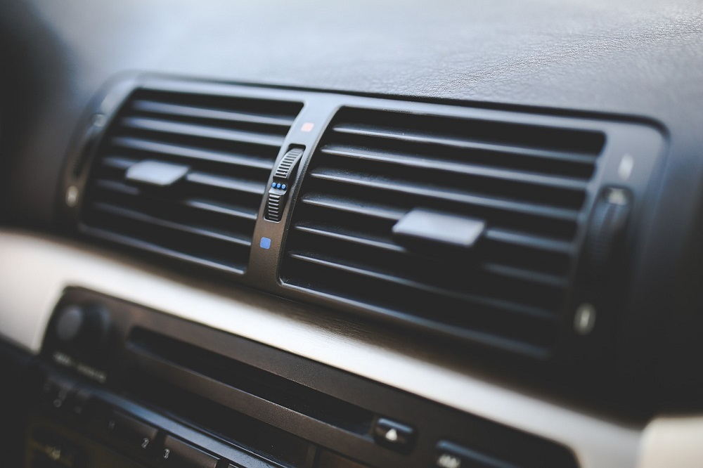 El ozono penetra por los conductos de ventilación del coche y acaba con los virus que se alojan ahí