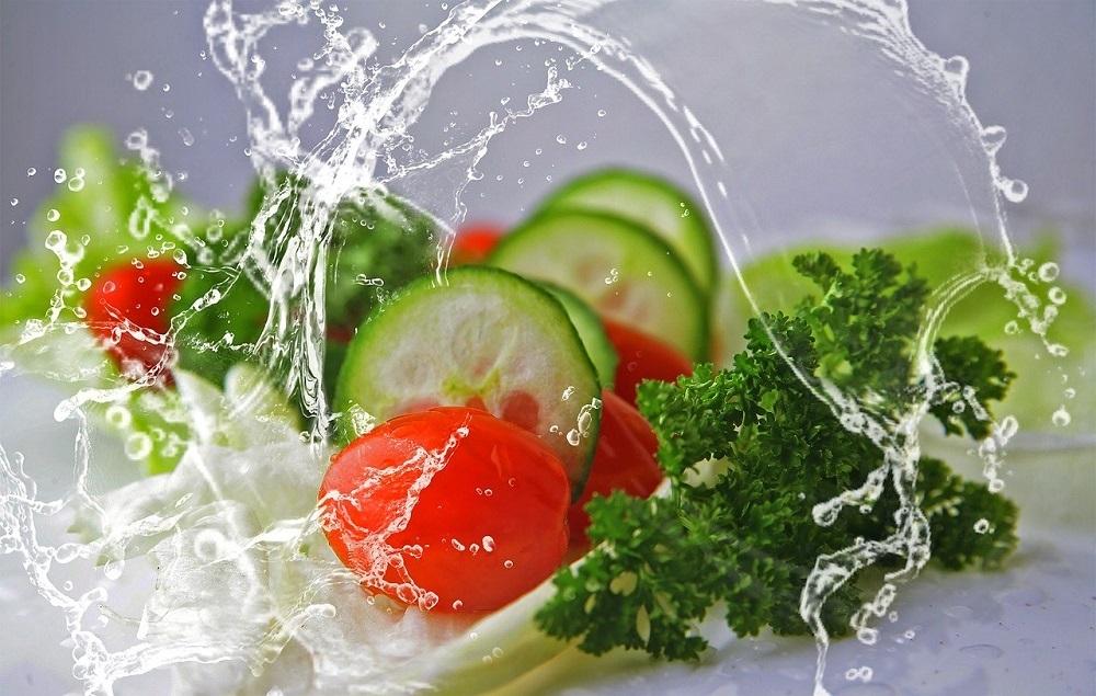 Lavar las verduras con agua ozonizada asegura acabar con todos los residuos